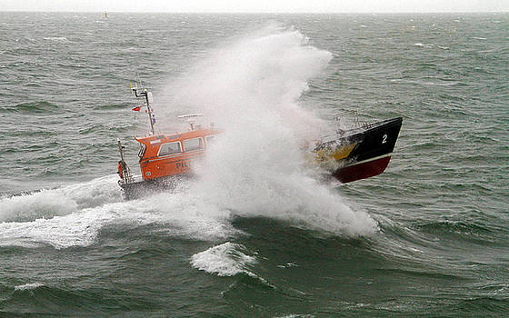 Pilot Boat Swell by David Chennell