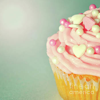 Pink Cupcake with Lovehearts by Lyn Randle