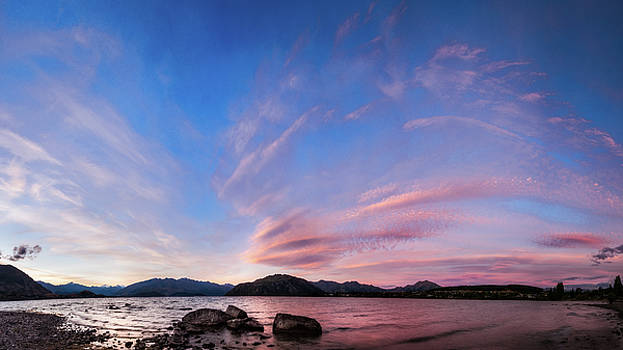 Pink sunset at lake Wanaka, New Zealand by Daniela Constantinescu