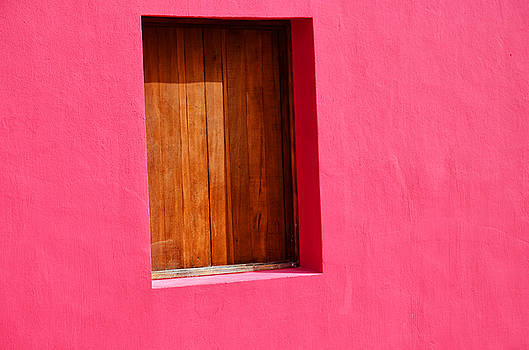 Pink wall by Ricardo Dominguez