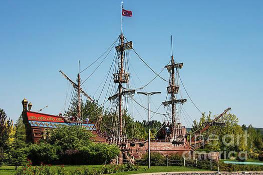 Bob Phillips - Pirate Ship