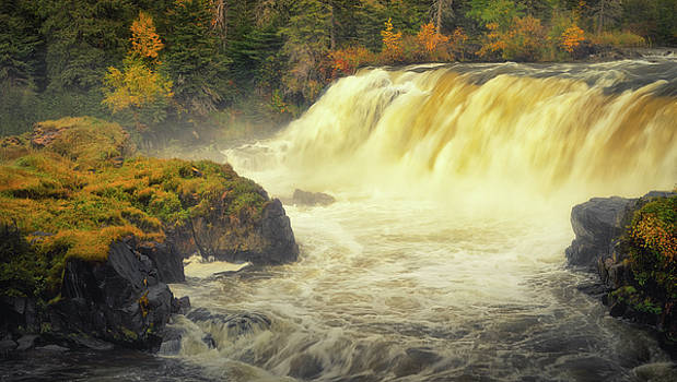 Pisew Falls by Stuart Deacon