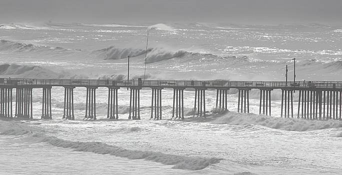 Pismo Pier by Gary Canant