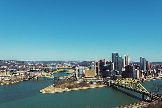 Pittsburg cityscape by Maxwell Dziku
