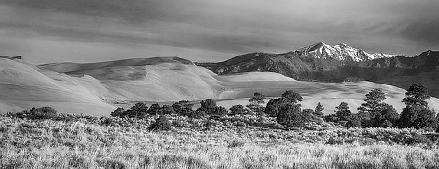 James BO  Insogna - Plains - Dunes and Rocky Mountains Panorama Black White