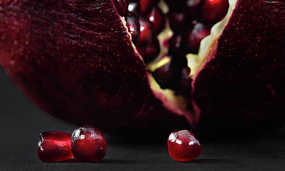 Pomegranate by Slava Shamanoff