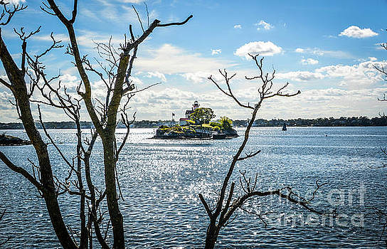 Pomham Rocks Lighthouse 3 by Lisa Kilby
