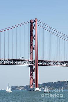 Compuinfoto   - Ponte 25 de Abril bridge lisbon