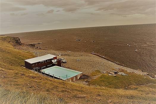 Pool at shea by Jon Thor Gudmundsson