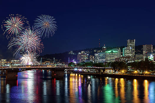 Portland Rose Festival 2017 Fireworks by David Gn