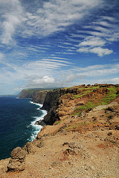 Reimar Gaertner - Portrait of north coast Molokai sea cliffs with ripple cloud sky