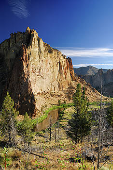 Reimar Gaertner - Portrait of Smith Rock in morning light with reflection on Crook