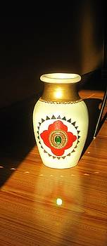 Xafira Mendonsa - Pot with Glass Work