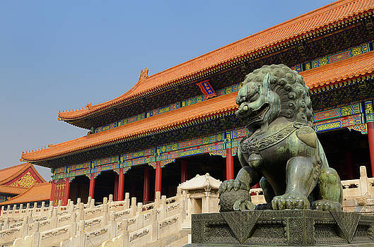 Reimar Gaertner - Powerful bronze male lion at the Gate of Supreme Harmony in the