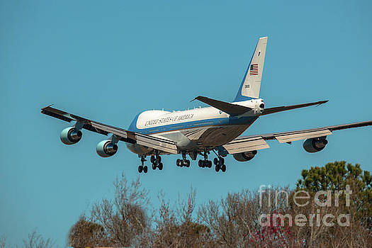 Dale Powell - President Trump on Final Approach into Charleston SC