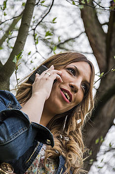 Newnow Photography By Vera Cepic - Pretty woman talking on the phone