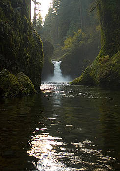 Punchbowl Falls by Richard Ferguson