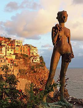Punta Bonifiglia Grape Goddess 3 by Susan Rovira