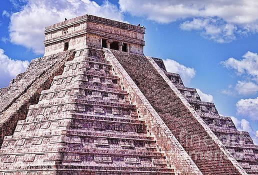 Tatiana Travelways - Pyramid of Kukulcan at Chichen Itza