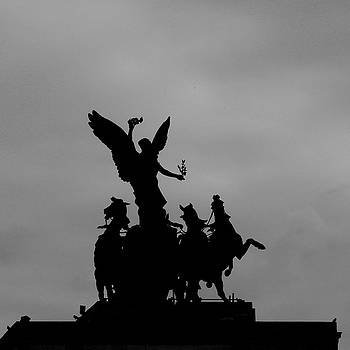 Quadragia atop Wellington Arch, London by Misentropy