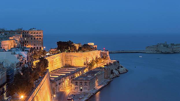 Jacek Wojnarowski - Quarry Wharf by night, Valletta Malta