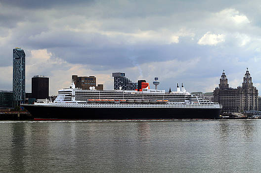 Queen Mary 2 by David Chennell