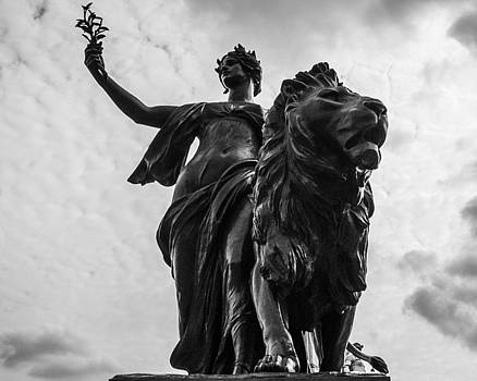 Queen Victoria Memorial Statue by Suanne Forster
