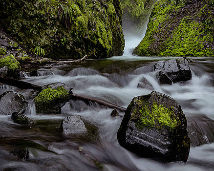 Raging water by Hans Franchesco