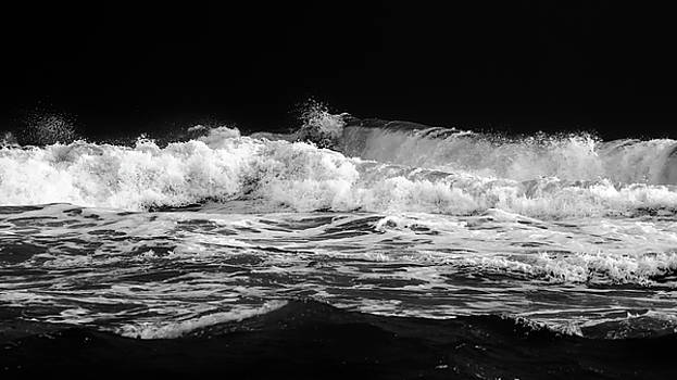 Raging Waves by Stelios Kleanthous