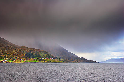 Rain showers over Gullesfjorden by Intensivelight