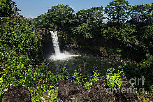 Rainbow Falls 3 by Daniel Knighton