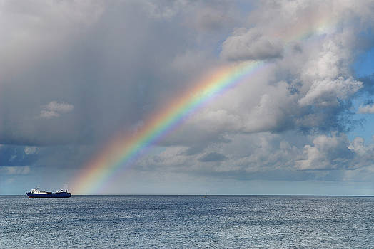 Reimar Gaertner - Rainbow over the Caribbean Sea ending at a freighter
