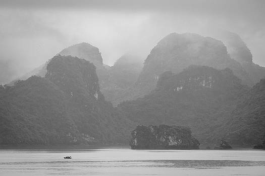 Rainy Ha Long Bay, Ha Long, 2014 by Hitendra SINKAR