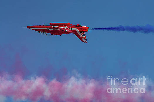 Red Arrows Hawk inverted  by Gary Eason