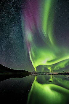 Red Auroras and a faint Milky Way by Frank Olsen