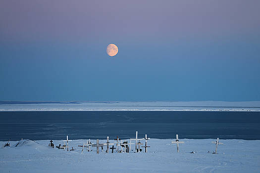 Reimar Gaertner - Red Moon rising over the Beaufort Sea and Kaktovik lagoon with c