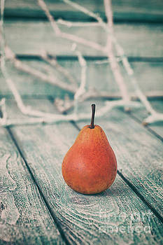 Red pear by Mythja Photography