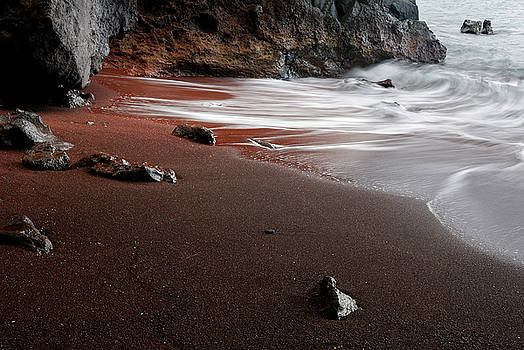 Reimar Gaertner - Red sand beach at Kauiki Hill in Hana Maui