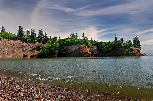 Reimar Gaertner - Red sandstone sea caves at St Martins New Brunswick at Bay of Fu