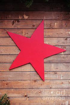Red star by Viktor Pravdica