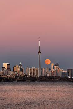 Reimar Gaertner - Red supermoon rising over downtown Toronto on November 13 2016 w