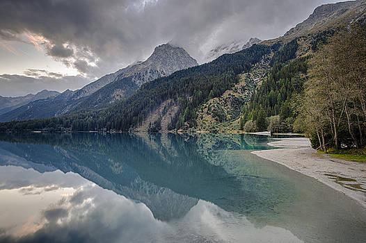 Reflecting Lake by Wim Slootweg