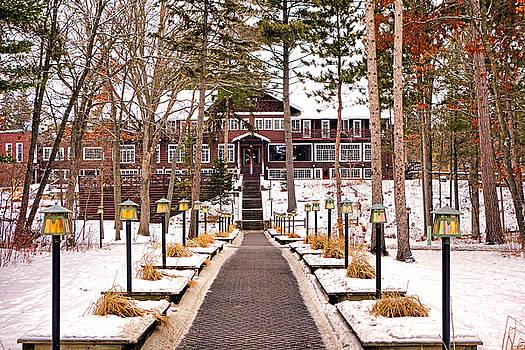 Robert Meyers-Lussier - Resort in Winter