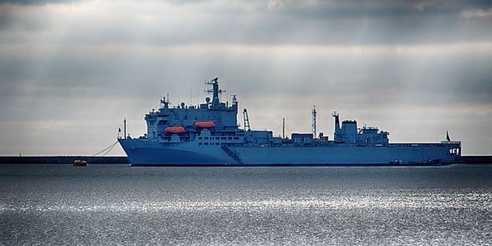 RFA Argus by Chris Day