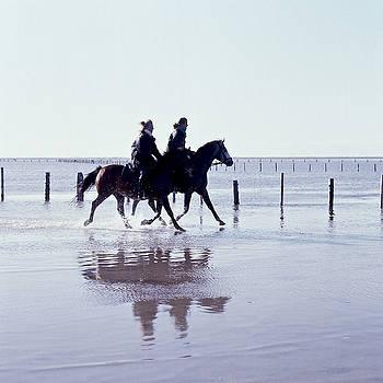 Heiko Koehrer-Wagner - Rider on the beach