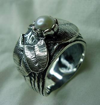 Ring by Jonatan Kor
