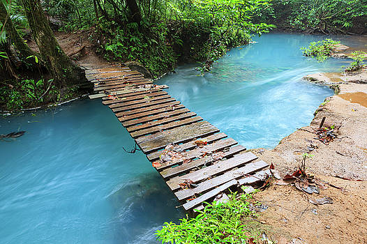 Rio celeste and small wooden bridge by Juhani Viitanen