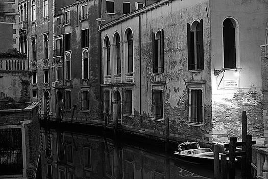 Rio Terra dei Nomboli, Venice, Italy by Richard Goodrich