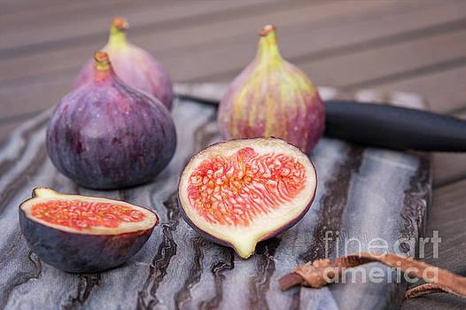 Sophie McAulay - Ripe figs on cutting board