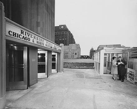 Chicago and North Western Historical Society - Couple at Chicago and North Western Railway Terminal - 1962